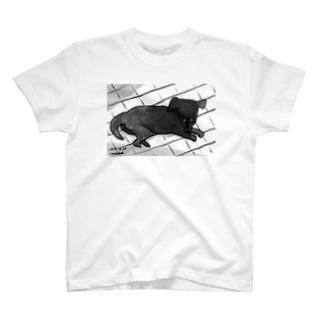 月明かりで目が合う T-shirts