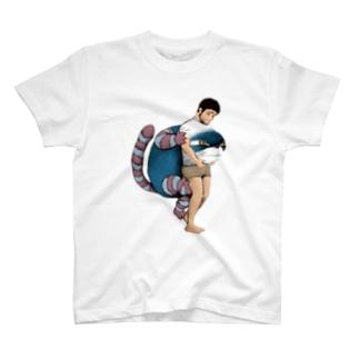 通り抜ける猫 T-shirts