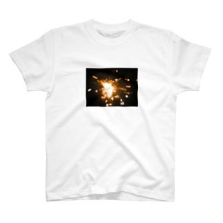 打ち上げ花火を真近でみた T-shirts