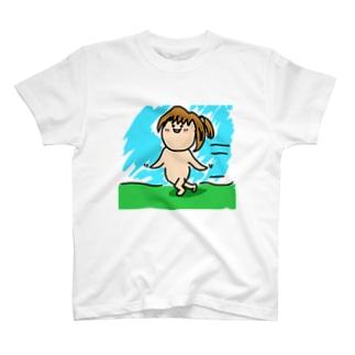 進撃する幼女 T-shirts
