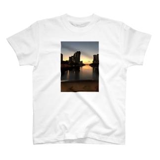 ハワイ ホノルルの夕日 T-shirts