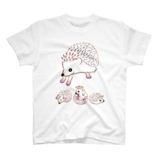 ハリネズミのお母さんと愉快な子供達 T-shirts