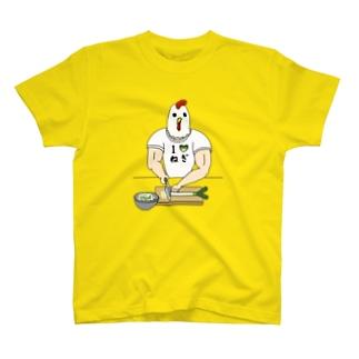ひたすらネギを切るニワトリ男 T-shirts