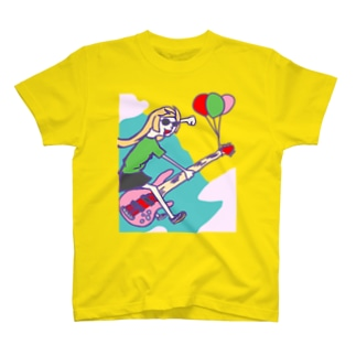 6弦ベースで空飛ぶ少女 T-shirts
