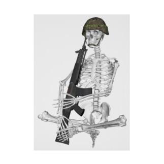 89式小銃を抱える骨格 吸着ターポリン