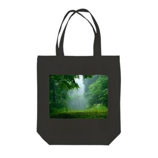 深い森 Tote bags