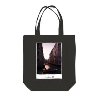 Ottobre. 09 / Venezia,italia Tote bags