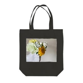 片手に花束 Tote bags