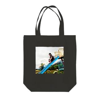 曇り空と滑り台 Tote bags
