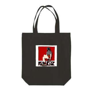 スニーカーを履く女の子 Tote bags