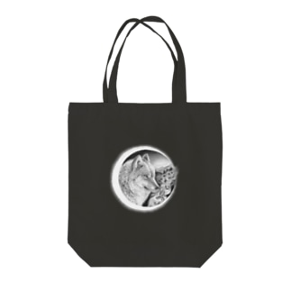 Night wolf Tote bags
