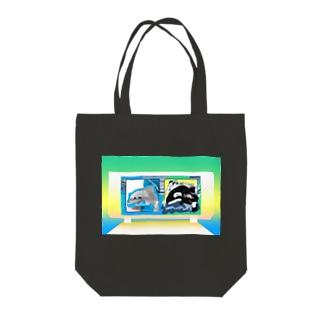 シャチのショーイルカの群れ Tote bags