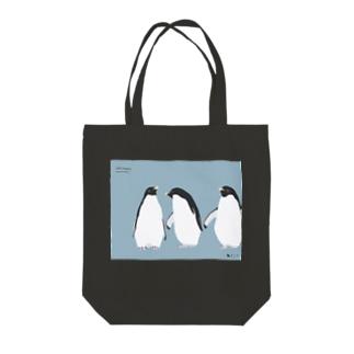 飛べない鳥のアデリーペンギン Tote bags