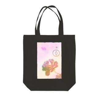 一輪のバラ Tote bags