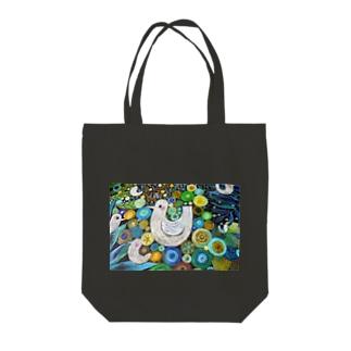 雨の森にこだますることりたちのささやき Tote bags