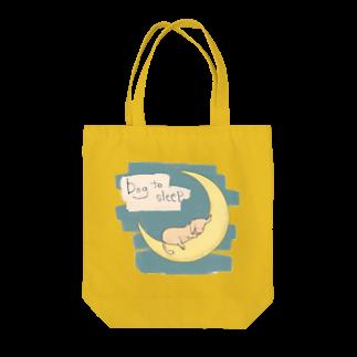 五月の月で寝るダックス Tote bags