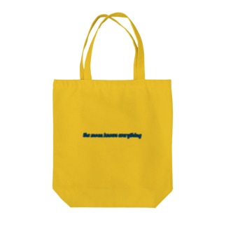 moon knows everything☽ Tote bags