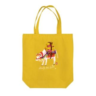 めでたい牛 Tote bags