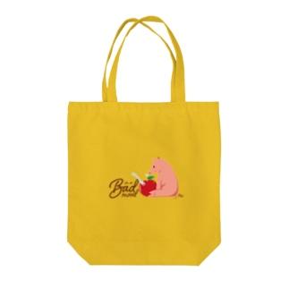 ご機嫌ななめのブタ Tote bags