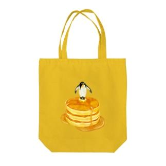 sweet penguin Tote bags