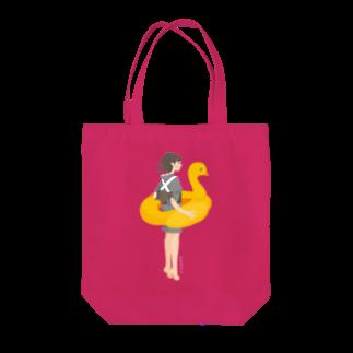 nada Designsのさめ子さん、海へ Tシャツ Tote bags
