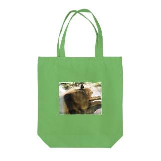 ライオンのメス Tote bags