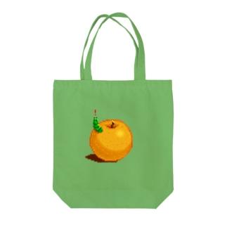 梨とあおむし Tote bags