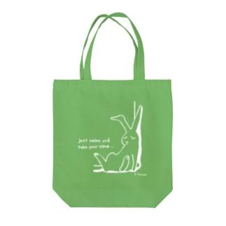 りらっくすうさぎ(白) Tote bags