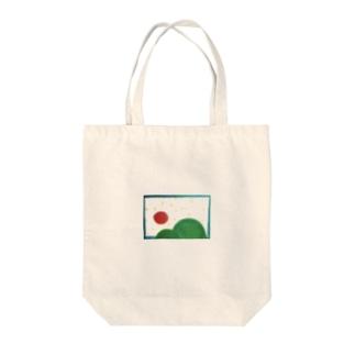 お山と太陽 Tote bags