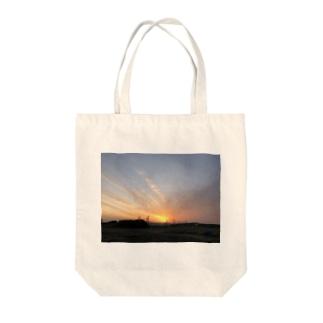 のびた夕焼け雲 Tote bags