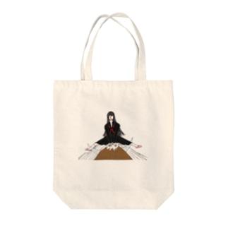 闘牛を交わすミチコ Tote bags