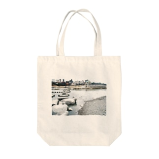 きのう、鴨川で Tote bags