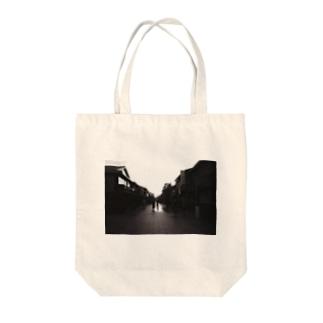 京都カラスマ大学の祇園、花見小路、夕暮れ Tote bags