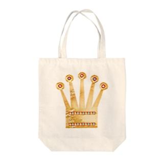 KING OF KINGS Tote bags