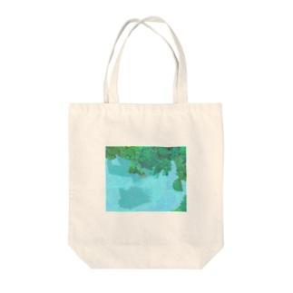 隠れパンダ Tote bags
