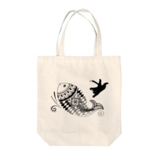 猫とさかな(メヘンディ) Tote bags