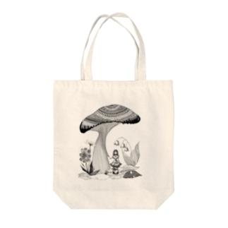 大きな森と小さな少女(白黒) Tote bags