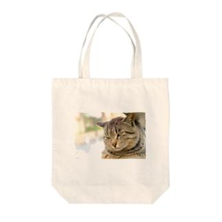 猫のファンサービス Tote bags