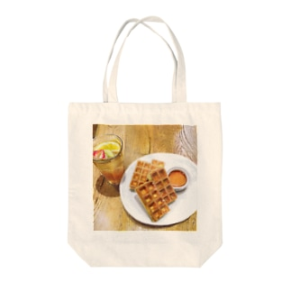 Tea in the afternoon Tote bags