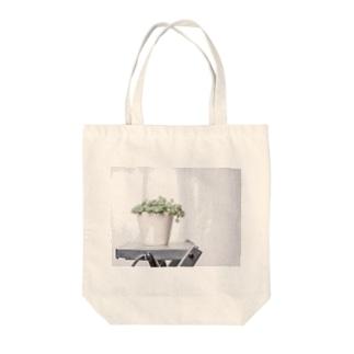 白雪ミセバヤ Tote bags