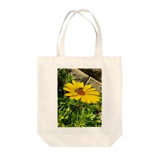蜂と花 Tote bags