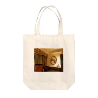 一室1 Tote bags