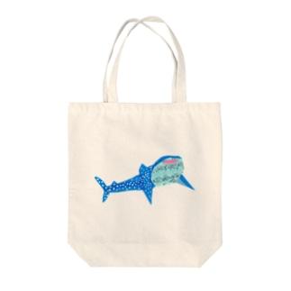 にっこりジンベイザメ Tote bags