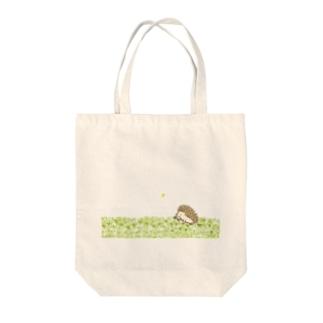 シロツメクサとハリネズミ Tote bags