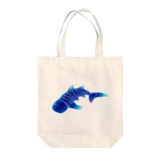 星空ジンベイザメ Tote bags