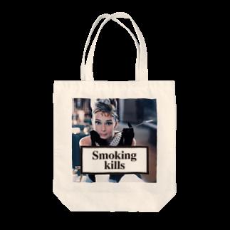 U moreのSmoking Kills Tote bags