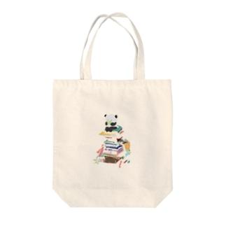 読書を嗜むぱんだ Tote bags