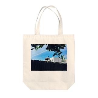 青空とグランドピアノ Tote bags