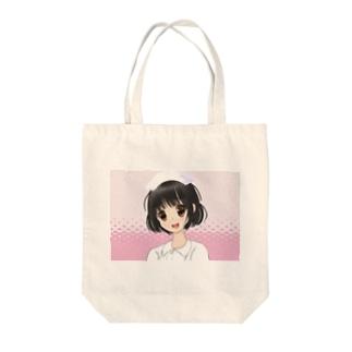 女性看護師ピンク水玉背景 Tote bags