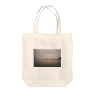 夏の港 Tote bags